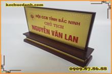 Những mẫu biển chức danh nào được dùng trong văn phòng đại diện